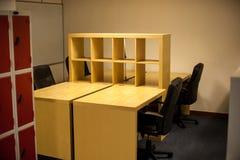 Vertrag abgeschlossener Büroinnenraum lizenzfreie stockbilder