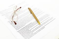 Vertrag mit Gläsern Lizenzfreie Stockfotos