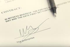 Vertrags-Unterzeichnen Stockfoto