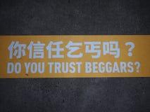 Vertrauen Sie Bettlern? Stockfotografie