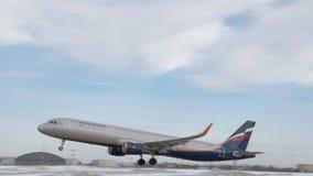 Vertrek van Aeroflot A321 van Sheremetyevo Luchthaven stock videobeelden