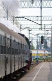 Vertrek van de trein stock afbeeldingen