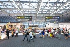 Vertrekgebied van de luchthaven van Bangkok Stock Foto's