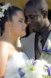 Vertrouwelijke bruid en bruidegom Stock Foto