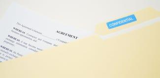 Vertrouwelijke Wettelijke Overeenkomst in Dossier Stock Fotografie