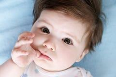 Vertrouwende op babyogen Stock Fotografie