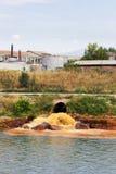 Verunreinigter Fluss Stockfoto