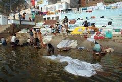 Verunreinigung in dem Ganges-Fluss Stockbild