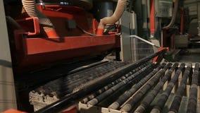 Vervaardiging van keramische tegels, Geautomatiseerde lijn voor de productie van keramische tegels, Indors stock footage