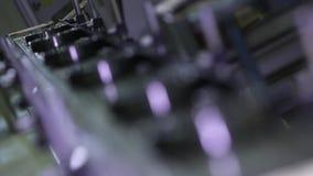 Vervaardiging van lagers bij de fabriek stock videobeelden