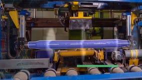 Vervaardiging van sporen voor treinen en vrachtwagen, gesloten goederenwagens Spoor productieinstallatie Stapel van staal ronde b royalty-vrije stock foto's