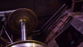 Vervaardiging van sporen voor treinen en vrachtwagen, gesloten goederenwagens Spoor productieinstallatie Stapel van staal ronde b royalty-vrije stock foto
