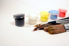 Verven en borstels stock afbeeldingen