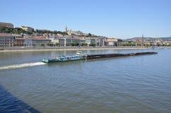 Vervoer door aak op de Donau, Boedapest Royalty-vrije Stock Afbeelding