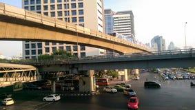 Vervoer in het centrum van stad in dagtijd Royalty-vrije Stock Fotografie