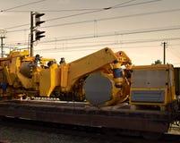 Vervoer op platforms van voertuigen en machines stock foto's