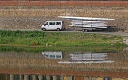 Vervoer van de kanoaanhangwagen royalty-vrije stock afbeeldingen