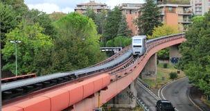Vervoer van Minimetro in Perugia, Italië stock footage