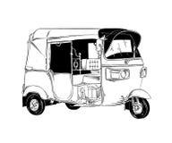 Vervoert de hand die getrokken schets van Thaise tuk tuk in zwarte op witte achtergrond wordt geïsoleerd De gedetailleerde uitste vector illustratie
