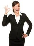 Vervollkommnen Sie - Geschäftsfrau O.K.-Zeichen Stockfoto