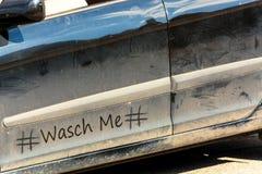 Vervuilde autodeur met hashtagteken royalty-vrije stock foto's