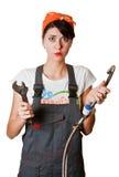 Verward meisje dat kraan probeert te herstellen Stock Foto