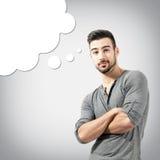 Verwarde jonge mens met het denken van wolken stock afbeeldingen