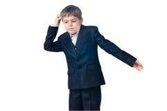Verwarde jongen die zijn hoofd krast Stock Foto