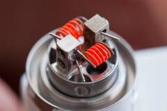 Verwarm spiraal van claptonrol opgezet in de elektronische sigaret voor stock fotografie