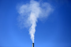 Verwarmingspijp en rook stock foto's