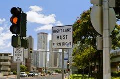 Verwarrende verkeersteken Stock Foto