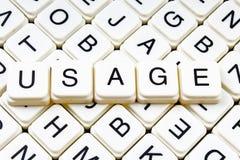 Verwendung, Titeltext-Wortkreuzworträtsel Alphabetbuchstabe blockiert Spielbeschaffenheitshintergrund Weiße alphabetische Buchsta Lizenzfreies Stockbild