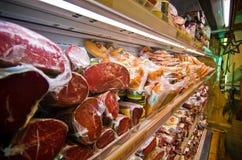 Verwerkt vlees in de winkel stock fotografie
