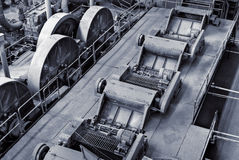 Verwerp fabrieksbinnenland stock foto's