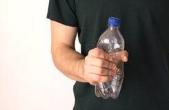 Verwerp plastiek en polyethyleen hand die plastic laars drukken stock afbeeldingen