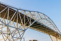 Verwickelte Muster der Stahl-und Eisen-Arbeiten einer Küstenbrücke im Corpus Christi Lizenzfreies Stockfoto