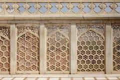 Verwickeltes Design und Schnitzen in Jahangir Palace Stockfotos