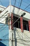 Verwicklung von elektrischen Drähten Manado, Indonesien Stockbild