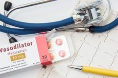 Verwijdende drug voor hart en bloedvat Verpakking van pillen met inschrijvings` Vasodilatator Medicijn ` voor behandeling van car stock afbeelding