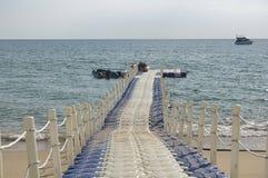 Verwijderbare pier voor kleine schepen stock afbeeldingen