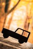 Verwijderd autosilhouet over bosachtergrond Royalty-vrije Stock Foto