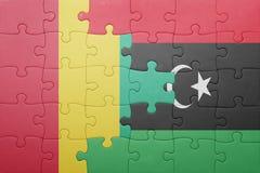 verwirren Sie mit der Staatsflagge der Guine und des Libyens lizenzfreie stockfotografie
