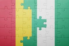 verwirren Sie mit der Staatsflagge der Guine und des Nigerias lizenzfreies stockfoto