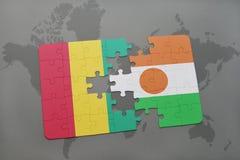 verwirren Sie mit der Staatsflagge der Guine und des Nigers auf einer Weltkarte vektor abbildung