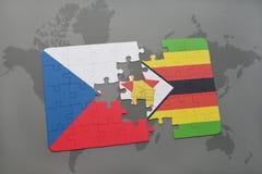 verwirren Sie mit der Staatsflagge der Tschechischen Republik und des Simbabwes auf einer Weltkarte Stockfoto