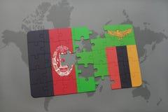 verwirren Sie mit der Staatsflagge von Afghanistan und von Sambia auf einem Weltkartehintergrund Lizenzfreies Stockbild