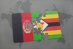 verwirren Sie mit der Staatsflagge von Afghanistan und von Simbabwe auf einem Weltkartehintergrund Lizenzfreie Stockbilder