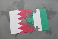 verwirren Sie mit der Staatsflagge von Bahrain und von Nigeria auf einem Weltkartehintergrund Stockbilder