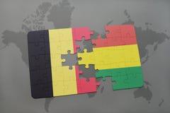 verwirren Sie mit der Staatsflagge von Belgien und von Bolivien auf einem Weltkartehintergrund Lizenzfreie Stockbilder