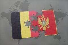 verwirren Sie mit der Staatsflagge von Belgien und von Montenegro auf einem Weltkartehintergrund Stockfoto